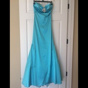 NWOT - XS Turquoise floor length strapless gown